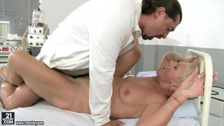 Mature blonde woman getting her snatch fucked Thumbnail