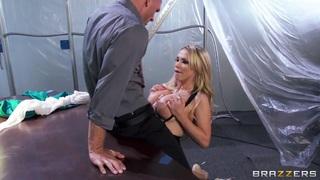 Johnny Sins gets a hot titjob from Nikki Benz Thumbnail