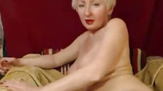 Beauty mature with short hair fingers pussy